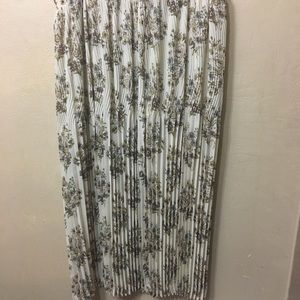 *2 for $10* Nicola pleated floral maxi skirt